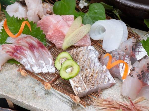 *【お造り】和歌山県産の質にこだわった新鮮な魚介をお造りで!(一例)