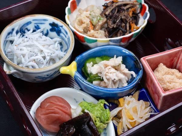 *【朝食】ご飯は、自家製の米を温泉水で炊いています!