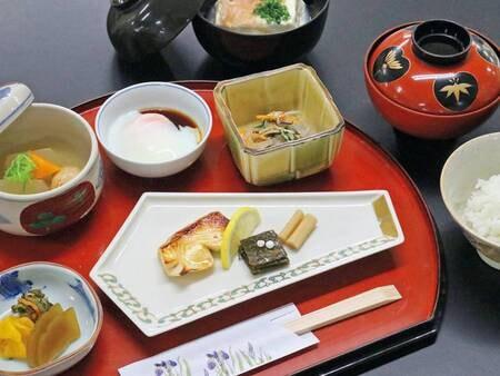 清流の朝食/例