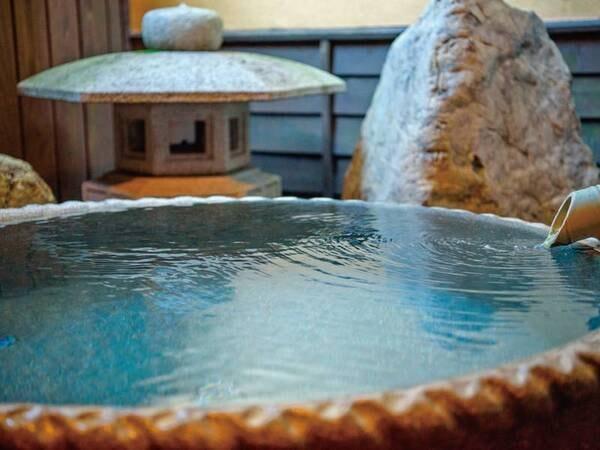 【離れ】半露天風呂付き2階建て和洋室/半露天風呂一例※客室により半露天風呂の種類が異なります。