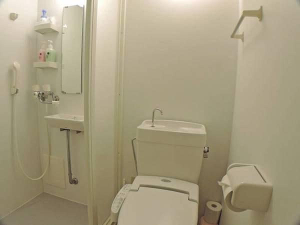 *洋室一例/洋室にはシャワーブースとトイレを設置しております。