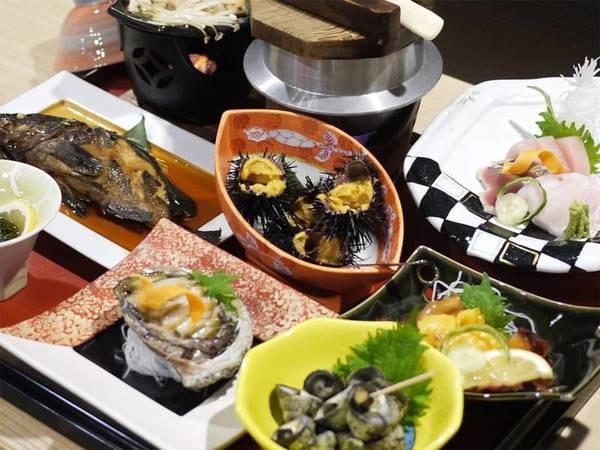 *夕食一例/ウニにあわび、気仙沼の獲れたて海の幸がほんとに豊富!※内容は水揚げ状況により異なります。