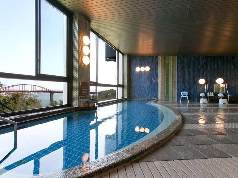 【大浴場】内湯は「光赤石温泉」という人工温泉を使用しています
