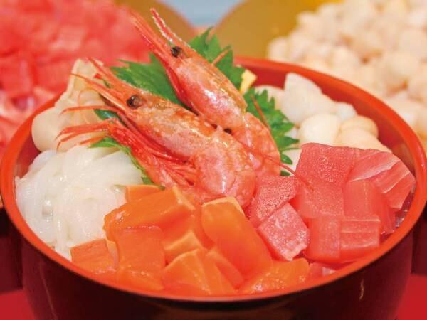 【海鮮のっけ丼】新鮮な魚介類を中心とした具材をお客様のお好みで酢飯に乗せて、オリジナル丼をお召し上がりください♪