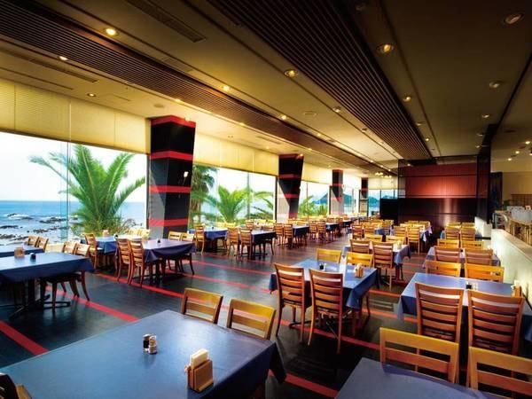 【食事会場】海の見えるレストランで、お好きなお料理をお好きなだけ!