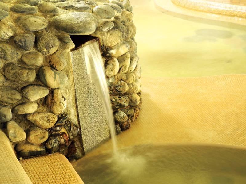 【湯口】くどりの湯(自然の岩盤)