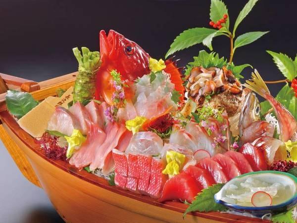 【大人のための豪華な小食プラン/舟盛り例】伊勢海老やあわびの刺身に厳選地魚を盛合わせた舟盛り付