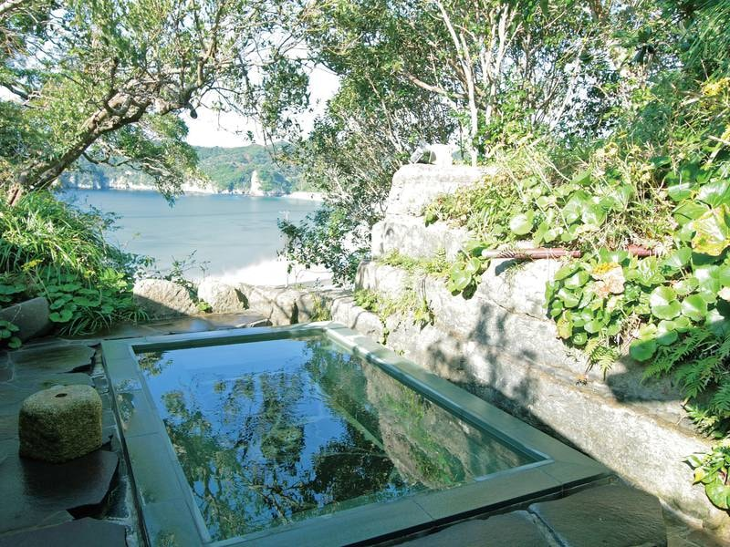 【貸切露天風呂】野趣あふれるお風呂を独り占め!