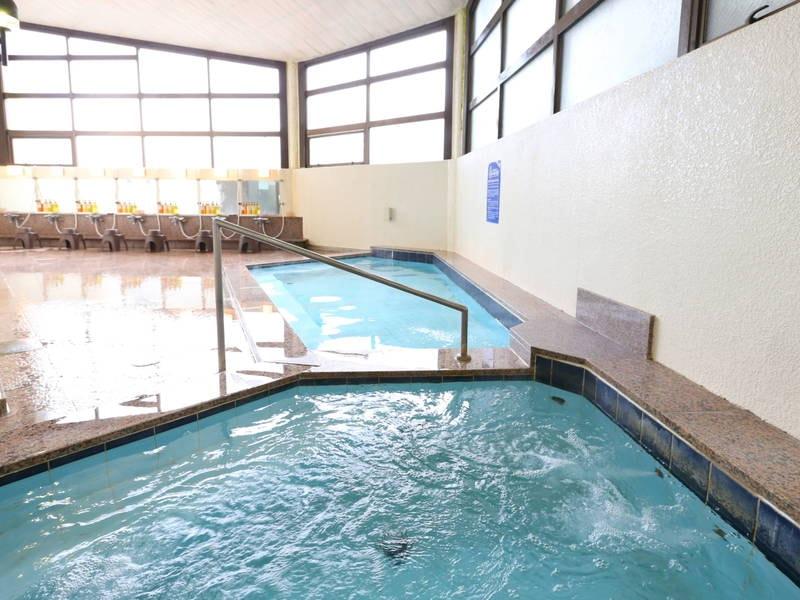 【大浴場】効能豊かな鴨川温泉「なぎさの湯」に浸かりゆったりと