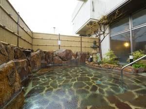 *【露天風呂】なめらかな肌触りの露天風呂でリラックス。
