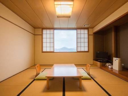 *【客室一例/10畳】ゆったりと広いお部屋でお寛ぎください。
