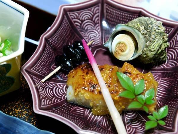 *【夕食一例】その日イチオシの食材を使用したお料理をお出ししております。