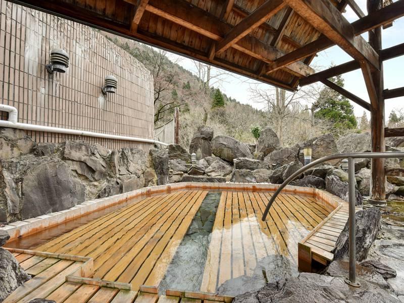 *【露天風呂】無色透明なクセのないお湯。ゆっくりとお寛ぎください。