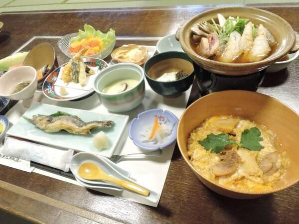 *料理/スタンダード夕食一例。「秋田比内地鶏や」直営ならではの極上親子丼は自慢のメニューです。