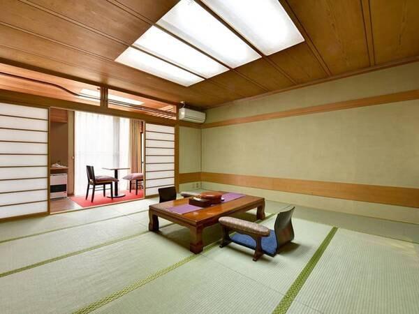 *【和室一例】窓からは四季折々の山の景色が楽しめます。