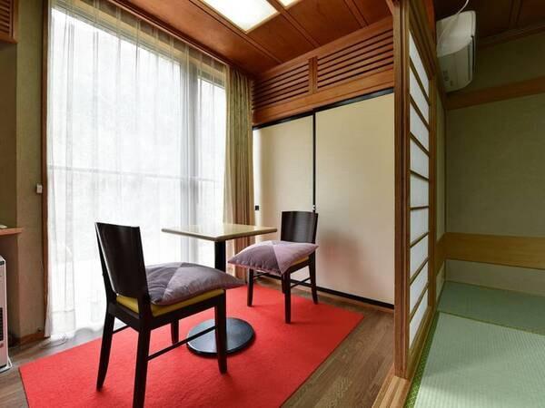 *【和室一例】窓際で景色をのんびりと眺め、ゆったりとしたひとときを。