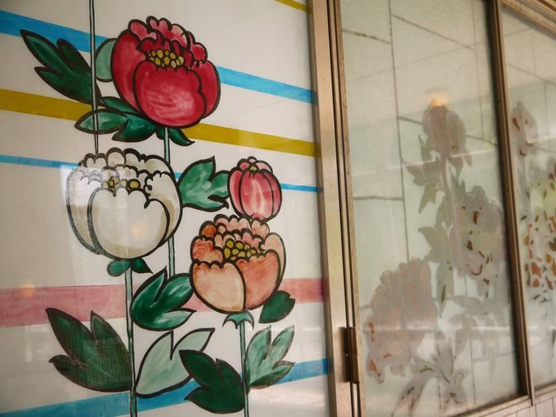 *【大浴場】壁に描かれているにはガラス絵もお楽しみいただけます(画像はぼたん)