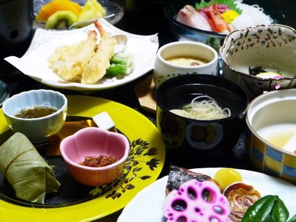 【夕食】定番の柿の葉寿司や三輪そうめん、奈良漬など奈良らしい郷土料理も!