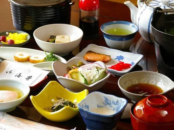 旅館の定番の和朝食。しっかり食べて1日の元気を充電して下さい
