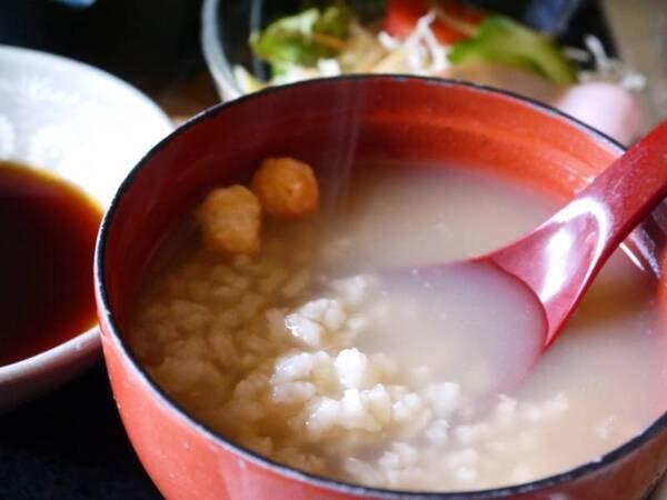 【和朝食】ほうじ茶香る奈良名物の茶粥や、奈良漬をお出し致します。