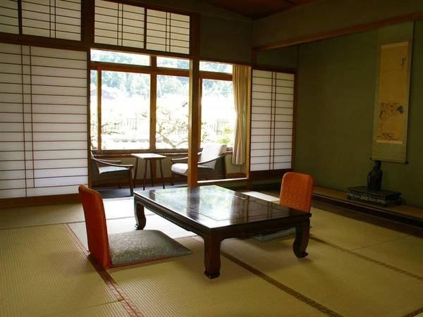 和室(バストイレなし)【別館】ゆったりとした作りの広めのお部屋です
