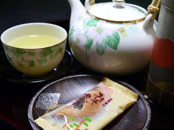 【ウェルカムサービス】お部屋にお茶菓子をご用意しております。