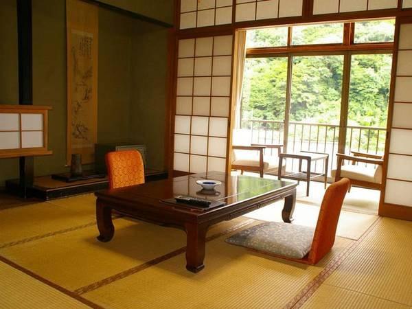 和室(バストイレ付)【別館】二階のお部屋からは山の緑がご覧いただけます