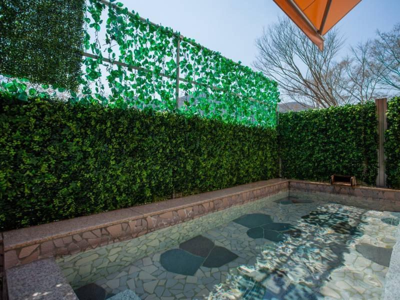 *【大浴場】:自家源泉100%の天然温泉を露天風呂でご満喫下さい。