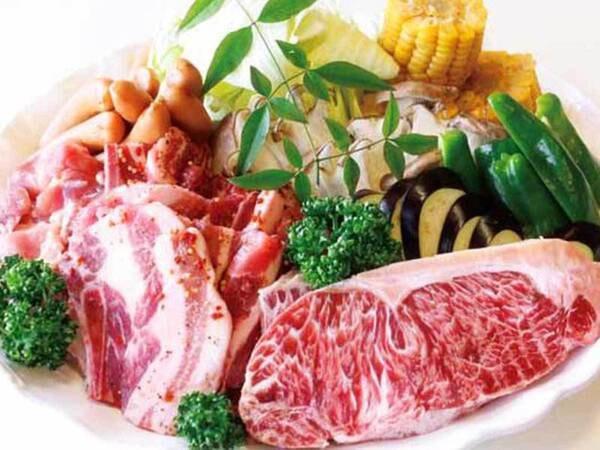 自然のなかで食べるジューシーなお肉や野菜はいつもより美味しさ倍増♪