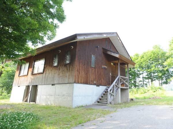 *【貸別荘:6人棟】和室2間+リビングの1階建て別荘。目の前に駐車場があり荷物の出し入れも楽々です♪