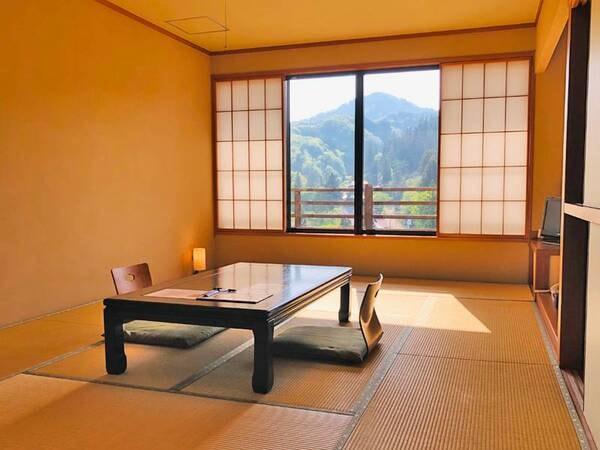 *和室一例/ゆっくりと足を伸ばせる12畳の広めのお部屋。