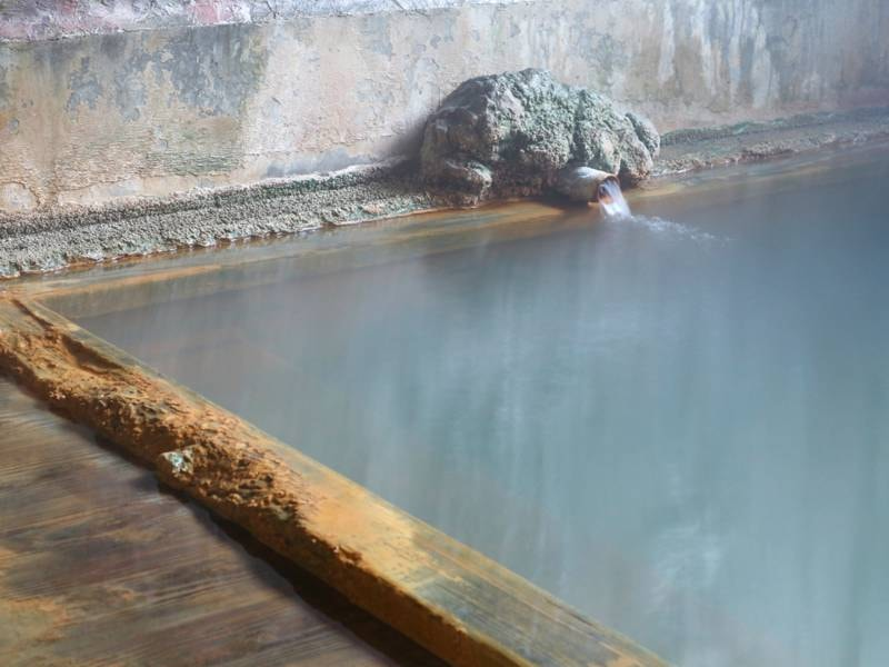 *[大浴場]温泉通には堪らない正真正銘の源泉かけ流しの温泉です
