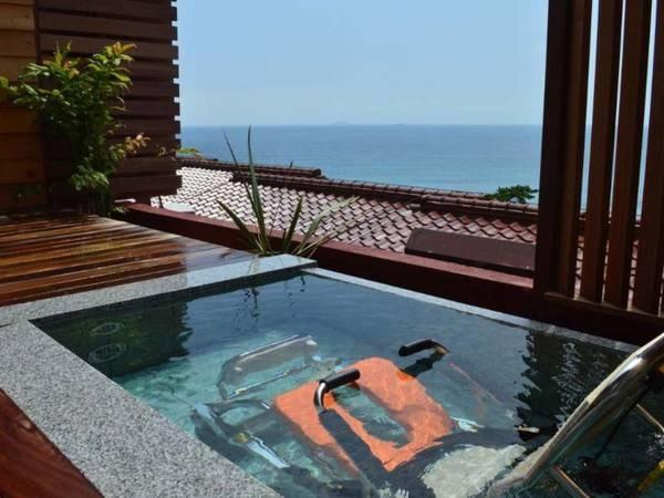 【客室/例】3階海側 露天風呂付洋室【禁煙】(浴用車いすで入浴できる昇降機能付き露天風呂)