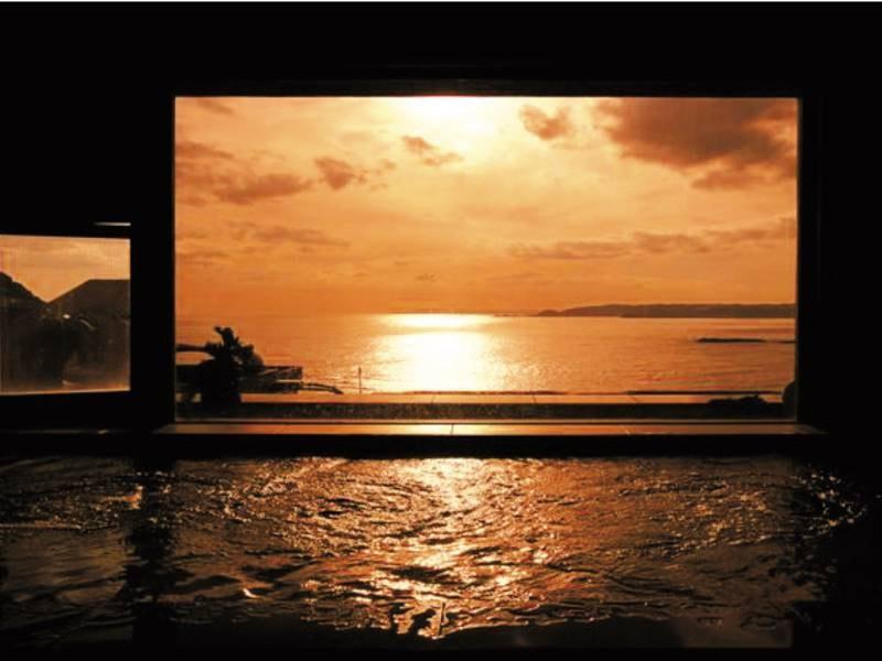 【6階 展望大浴場】美しい夕日を湯舟から