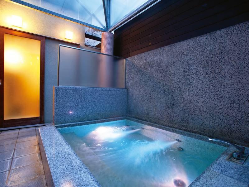 1階中庭貸切露天風呂