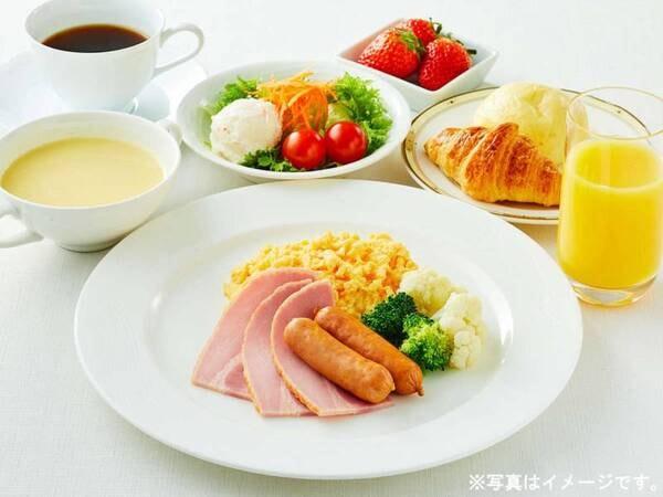 朝食一例 ご朝食は洋食または和食のどちらかお好きなセットメニューをお選びいただけます