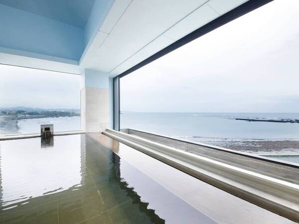 【展望風呂】海を間近に感じる