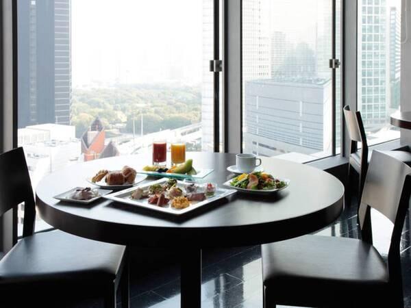 【朝食会場】パノラマ景色の中で朝食を!
