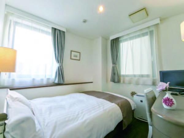 セミダブル(喫煙) 【客室/例】14㎡、ベッド幅120cm。朝食は約30種類の和洋バイキングをご用意