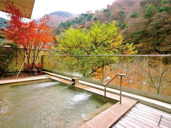 【展望露天風呂】秋の紅葉露天風呂