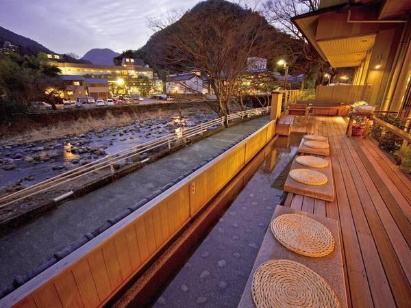 【箱根湯本温泉 ホテル河鹿荘<神奈川県>】箱根湯本駅から徒歩5分とは思えない、川のせせらぎや山々の稜線をのぞむ豊かな自然を感じる宿