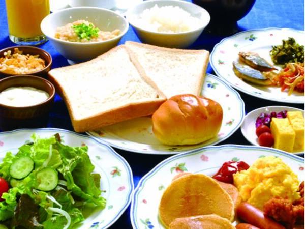 和食、洋食を中心に毎日多彩な朝食
