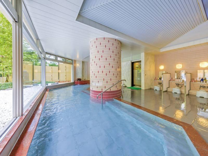 【ご婦人大浴場】解放感のある湯殿でのんびりと湯に憩う