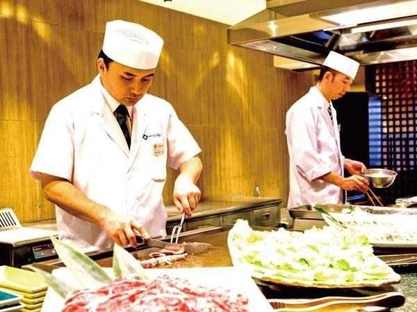 【食べ放題+季節のしゃぶ3種/例】ライブキッチンで出来立て料理をご提供