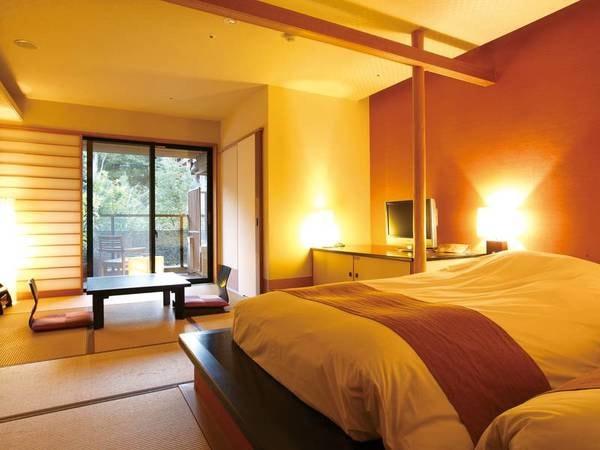 【露天風呂付き和洋室36平米/例】くつろげる畳の間とツインベッドのお部屋