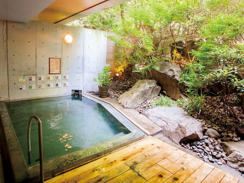 【花いずみの湯】森林浴気分でゆったり!とろっとした泉質が温泉気分を一層引き立ててくれる