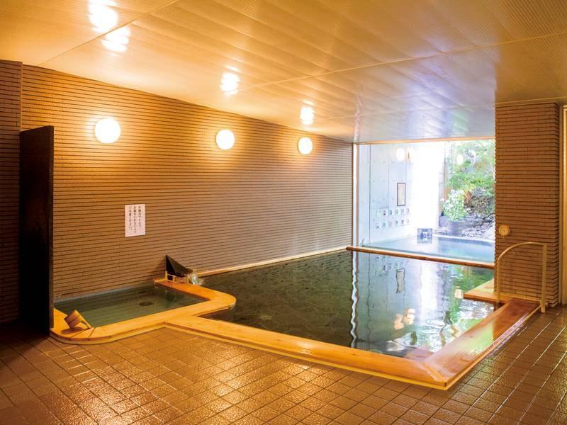 【大浴場】とろりとした湯が魅力
