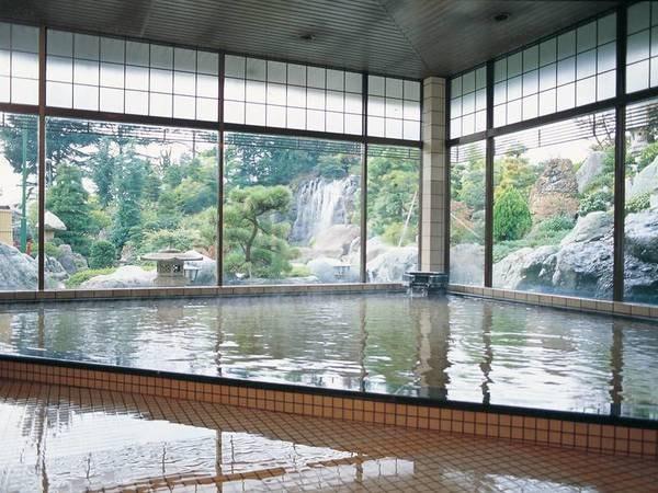 【大浴場】天然温泉の大浴場は内湯、露天風呂