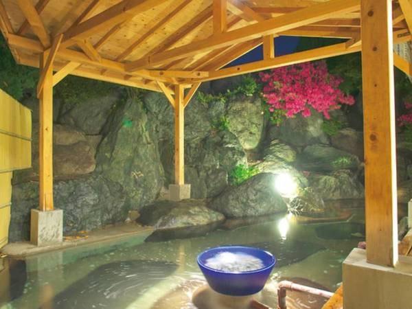 【露天風呂】天然温泉の大浴場は内湯、露天風呂