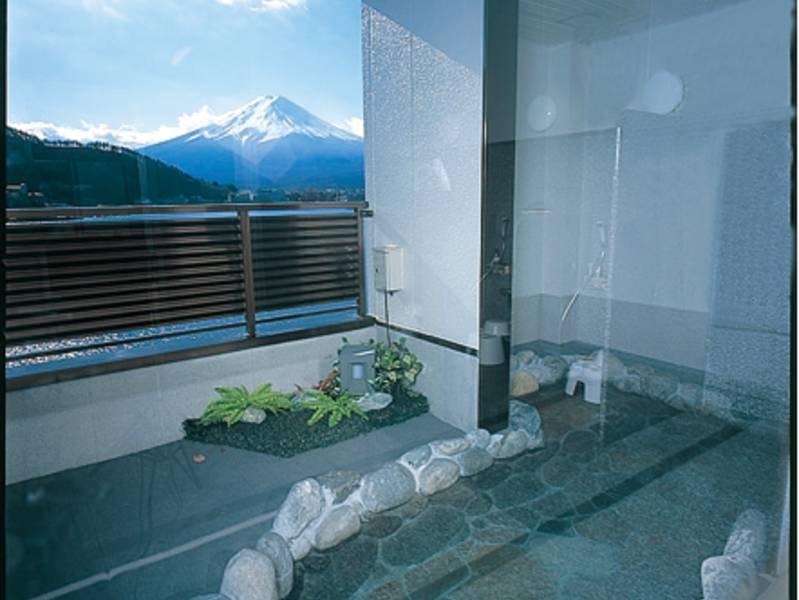 【露天風呂】心地よい風を感じながらの湯浴みはまた格別
